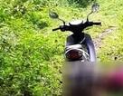 Phát hiện nam thanh niên nằm gục chết trên đồi, cạnh xe máy