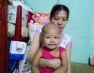 Xót xa bé gái 3 tuổi đã phải chống chọi bệnh ung thư máu