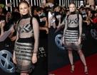 Sophie Turner mặc váy xuyên thấu đi quảng bá phim