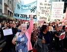 Hàng chục nghìn giáo viên New Zealand đình công đòi tăng lương