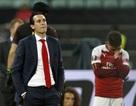 Nỗi buồn vô hạn của Arsenal khi chứng kiến Chelsea nâng cúp vô địch
