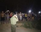"""Hàng trăm người đổ ra bờ sông trong đêm phản đối """"cát tặc"""""""