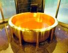 """Tắm trong bồn bằng vàng 18 carat trải nghiệm làm """"đại gia"""""""