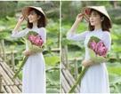 Thiếu nữ quê quan họ Bắc Ninh tinh khôi bên hoa sen