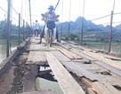 Thêm cây cầu xuống cấp khiến nhiều người rơi xuống sông sâu tại Hoà Bình