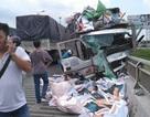 Xe tải tông chết hai người, một thi thể rơi xuống sông