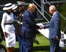 Tổng thống Trump gây tranh cãi khi không cúi đầu chào Thái tử Anh