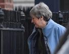 """Bà May từ chức """"không kèn không trống""""- Nóng cuộc đua cho ghế Thủ tướng Anh"""