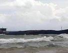 Sà lan chở đá bị sóng đánh chìm trên biển Phú Quốc
