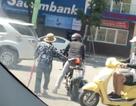 Dịu lòng với hình ảnh biker đủn xe dẫn cụ bà sang đường dười trời nắng nóng 40 độ