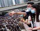 Người Hong Kong biểu tình suốt đêm, chặn trụ sở chính quyền