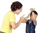 Đừng dạy con bằng lời nói sắc hơn dao!