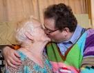 """Cụ bà 83 hơn chồng 40 tuổi vẫn yêu đương """"bùng cháy"""""""