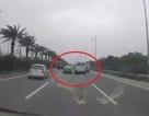 """Vụ ô tô """"rượt đuổi"""" nhau: 2 tài xế bắt tay dàn hòa sau khi bị CSGT xử phạt"""