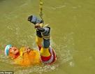 """Ảo thuật gia chết đuối khi thực hiện thử thách """"thoát thân"""" dưới sông"""