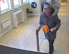 Vác chuối giả súng đi cướp ngân hàng