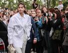 Gigi Hadid sành điệu xuất hiện tại Paris