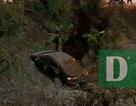 Xe Audi lao xuống vực, tài xế may mắn thoát chết