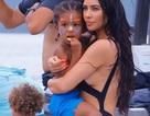 Kim Kardashian gợi cảm trên biển