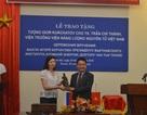 Trao tặng tượng của Viện sỹ Igor Kurchatov cho Viện trưởng Viện Năng lượng Nguyên tử Việt Nam
