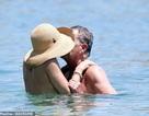 Katharine McPhee hạnh phúc đi tắm biển cùng bạn trai hơn 34 tuổi