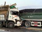 """Hà Nội: Xe tải """"cắn đuôi"""" nhau trên cầu Thanh Trì, 2 người tử vong"""