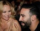 Pamela Anderson tái xuất sau khi tố bồ trẻ lừa tình