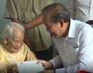 Phó Thủ tướng Trương Hòa Bình thăm và tặng quà gia đình chính sách tại Quảng Bình