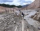 """Hồ thủy điện lớn bậc nhất Bắc Miền Trung cạn trơ đáy, hoang tàn như """"vùng đất chết"""""""