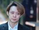 Park Yoo Chun lộ vẻ tiều tụy, bật khóc khi rời trại tạm giam
