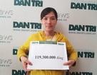 Bạn đọc Dân trí giúp đỡ mẹ trẻ ôm 2 con song sinh bại não gần 120 triệu đồng