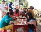 """Quảng Ngãi:  """"Đi chợ"""" trên facebook, nấu cơm miễn phí cho người nghèo"""