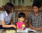 Cháu bé tật nguyền mới hơn 3 tuổi đã đọc thành thạo sách, báo