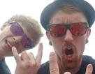 Ngẫu hứng chụp selfie ở lan can, du khách kéo theo bạn cùng rơi xuống đất tử vong