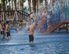 Hàng nghìn người đổ về công viên nước ở Hà Đông cuối tuần