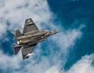 """Khoảnh khắc """"tia chớp"""" F-35C chuyển sang chế độ bay siêu âm"""