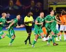 """CAN 2019: Algeria vào bán kết sau loạt """"đấu súng"""" cân não"""