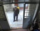 Hà Nội: Xác minh câu chuyện người lạ giả vờ phun thuốc diệt muỗi rồi đánh thuốc mê, cướp tài sản