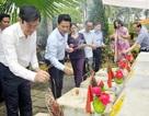 Nguyên Chủ tịch nước Trương Tấn Sang viếng Nghĩa trang Liệt sĩ Quốc gia Vị Xuyên