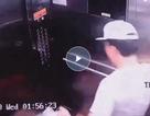 Bức xúc clip người đàn ông hung hãn phá thang máy chung cư