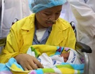 Bé Bình An và mẹ ung thư giai đoạn cuối được ra viện