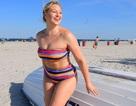 Người mẫu ngoại cỡ Iskra Lawrence quyến rũ với áo tắm nhiều màu
