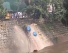 Vô tư đổ 20 túi rác xuống suối Cam Ly, người phụ nữ bị xử phạt