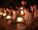 Hơn 2.000 người thắp hoa đăng tri ân các Anh hùng liệt sỹ ở ngôi chùa nhiều kỷ lục Việt Nam