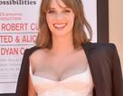 Người đẹp lấp ló ngực khủng dự công chiếu phim