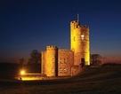Lâu đài trung cổ tuyệt đẹp từ thế kỷ 18 với những tòa tháp và sân bay trực thăng được rao bán với giá 1,25 triệu bảng