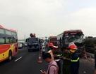 Cảnh sát phá cửa cứu 4 người mắc kẹt trong xe sau tai nạn trên cao tốc