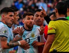 Cổ động viên Barcelona lo lắng khi Messi… vui vẻ nghỉ dưỡng