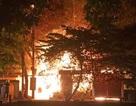 Cháy xưởng gỗ, lửa lan sang quán cà phê và tiệm cắt tóc