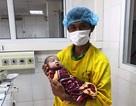 Bé gái sơ sinh bị xuất huyết phổi nặng được cứu sống